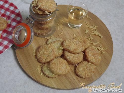 crackers-emmental